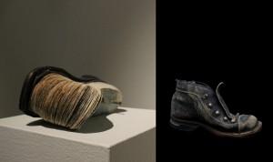 """""""Kadonneet kartat"""" Kirjaveistos Paperi ja kengän pohja Koko noin 20cm x 10cm x 10cm 2013 """"Järvelä 18.6.2013, osa 3"""" Valokuva koko 20cm x 30 cm 2013"""